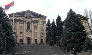 Ուղիղ միացում. ԱԺ-ի արտահերթ նիստում քննարկվում է  Մանվել Գրիգորյանին պատգամավորական անձեռնմխելիությունից զրկելու հարցը