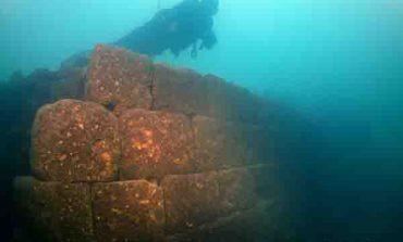 ՖՈՏՈ, ՏԵՍԱՆՅՈՒԹ. 3000 տարվա ամրոց՝ Վանա լճի հատակին