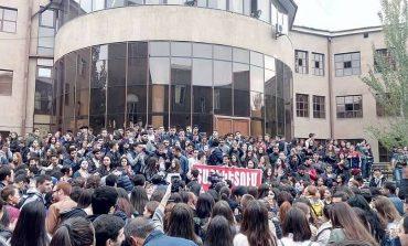«Հրապարակ». Ուսանողների ցույցերին խառնվել է ԱԱԾ-ն. զգուշացրել են՝ «պատրաստ եղել քաղաքական զարգացումների»
