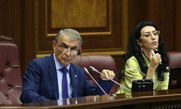 «Իրատես». Պայքար ԱԺ նախագահի աթոռի համար. Արա Բաբլոյանի և Արփինե Հովհաննիսյանի միջև սև կատու է անցել