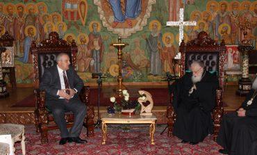Դեսպան Սադոյանը հանդիպել է Համայն Վրաստանի պատրիարք Իլյա Երկրորդի հետ