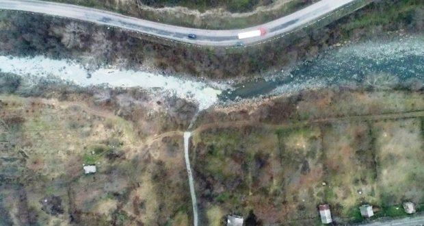 ՏԵՍԱՆՅՈՒԹ. Ախթալայի հանքի պոչանքը լցվում է Դեբեդ գետը (կադրեր օդից)