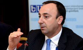 «Հրապարակ». «Իմ քայլում» շտապ հավաք է եղել. Հրայր Թովմասյանից ազատվելու երեք տարբերակ են քննարկել. Որի՞ վրա են կանգնել