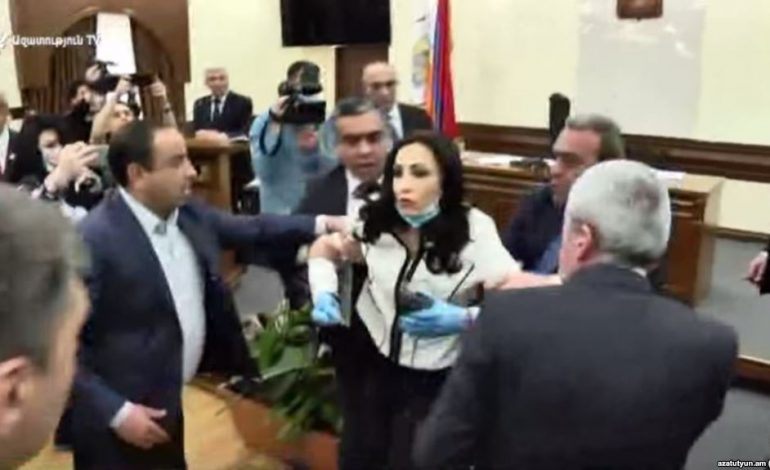 ՏԵՍԱՆՅՈՒԹ. Տարոն Մարգարյանն իր սպեցնազով ու ՊՊԾ-ով մրցում է Վովայի հետ. մանրամասներ քաղաքապետարանի ծեծկռտուքից