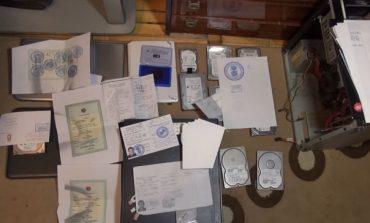 ԱԱԾ–ն բացահայտել է ՀՀ և օտարերկրյա քաղաքացիներից կազմված խումբ, որը պաշտոնական փաստաթղթերի կեղծմամբ ու իրացմամբ է զբաղվել (տեսանյութ)