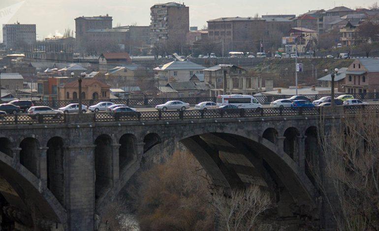 Քաղաքացին փորձում է ինքնասպան լինել՝նետվելով Հաղթանակի կամրջից