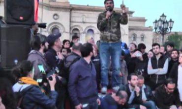Ոստիկանները բերման ենթարկեցին Դավիթ Սանասարյանին և մի քանի ակտիվիստների