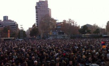 Շրջափակել Ազգային ժողովի բոլոր մուտքերը.  Սերժ Սարգսյանի վերատադրման կասեցման «Ելք»-ի  առաջարկը