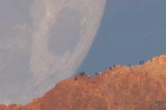 ՏԵՍԱՆՅՈՒԹ. Հսկայական Լուսինով մայրամուտի տեսանյութը համացանցի հիթ է դարձել