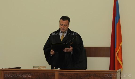 «Ժողովուրդ». Ինչ է հարցրել դատաքննությունից առաջ Ռոբերտ Քոչարյանին կալանքից ազատած դատավորը