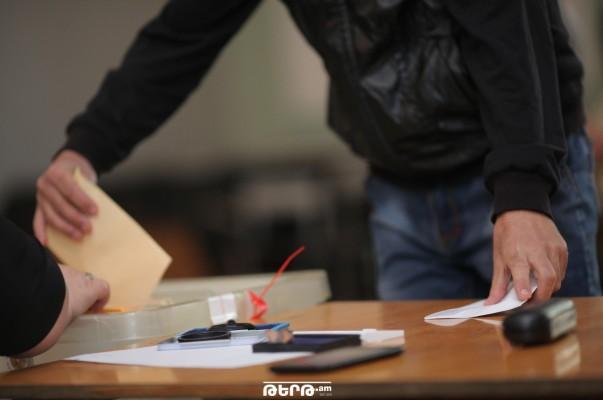 Էջմիածնում ընտրողի մոտ 2 քվեաթերթիկի և Հրազդանում կրկնաքվեարկության դեպքերի առթիվ նյութեր են նախապատրաստվում