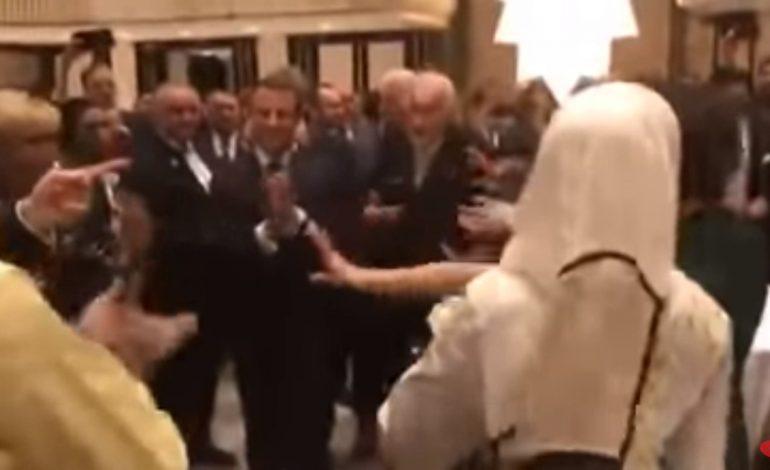 Նիկոլ Փաշինյանն ու Էմանուել Մակրոնը քոչարի են պարում
