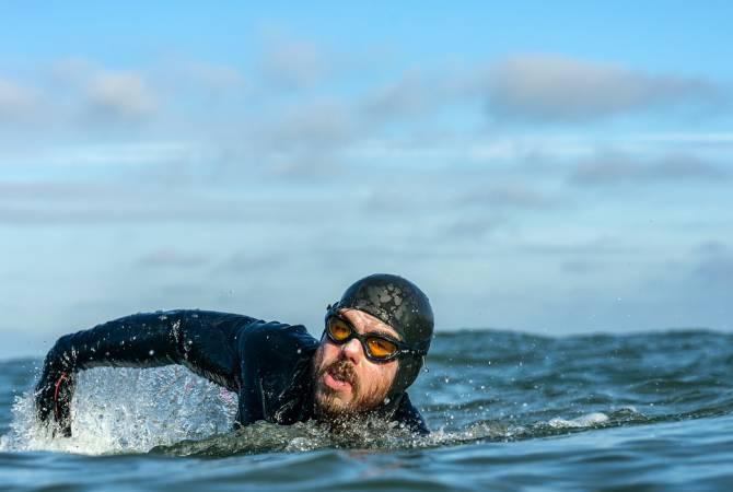 Առաջին մարդը, որը լողալով շրջանցել է Մեծ Բրիտանիան