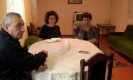 Աննա Հակոբյանն այցելել է Ադրբեջանում գերեվարված Կարեն Ղազարյանի ընտանիքին