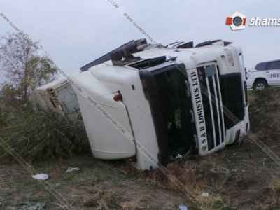 26 տոննա բանանով բարձված բեռնատարը Արմավիրում շրջվել է