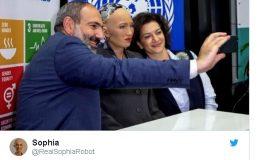 Սոֆիա ռոբոտի թվիթերի էջում Նիկոլ Փաշինյանի և Աննա Հակոբյանի հետ լուսանկար է հրապարակվել