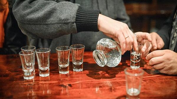 Հնդկաստանում երեք օրում գրեթե հարյուր մարդ է մահացել կեղծ ոգելից խմիչքից
