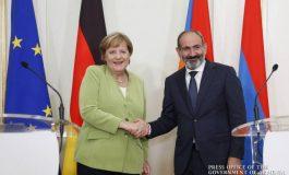 Բեռլինում մեկնարկել է Մերկել-Փաշինյան հանդիպումը. Կանցլերը զինվորական պատիվներով ընդունեց Հայաստանի վարչապետին