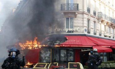 Փարիզում «դեղին բաճկոնավորները» հարձակվել են Շարլ Ազնավուրի սիրելի ռեստորանի վրա