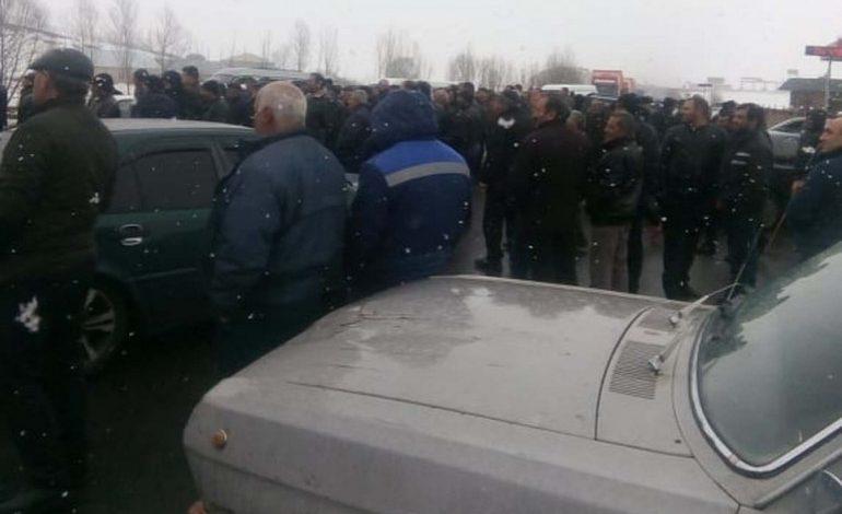 Արագած գյուղի բնակիչները փակել են Երևան-Վանաձոր միջպետական մայրուղին