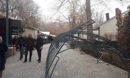Պետք է քանդել Օպերայի շենքի հարակից տարածքում գտնվող սրճարանները