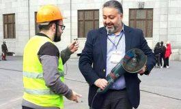 «Սա էլ իմ զենքը». Կենտրոն վարչական շրջանի ղեկավար Վիկտոր Մնացականյան