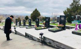 ՖՈՏՈ. Պարտքս համարեցի այցելել Եռաբլուր` Ապրիլյան պատերազմում զոհված մեր տղերքին. Ալեն Սիմոնյան