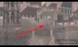 Ինչպես է Փարիզի Աստվածամոր տաճարի տանիքում գտնվող անձը փորձում միտումնավոր հրկիզել տաճարը