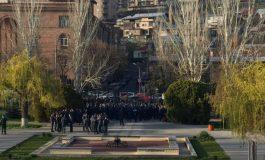 «Ոչ այլասերվածությանը». մեծ թվով ոստիկանական ուժեր են կենտրոնացվել ԱԺ-ի դիմաց