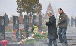 ՏԵՍԱՆՅՈՒԹ. Ես հիվանդ մարդկանց հետ գործ չունեմ. Սերժ Սարգսյանը այցելել է Եռաբլուր