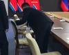 ՏԵՍԱՆՅՈՒԹ. Ինչպես են անվտանգության աշխատակիցները Պուտինի հետ հանդիպումից առաջ հատուկ հեղուկով մաքրում Կիմ Չեն Ընի աթոռը