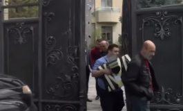 ՏԵՍԱՆՅՈՒԹ. ԱԱԾ աշխատակիցները Միհրան Պողոսյանի առանձնատնից դուրս են եկել կապոցներով