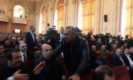 Վարչապետի անվտանգության աշխատողները Սամվել Ալեքսանյանին հանել են Գագիկ Ծառուկյանի կողքից