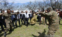 ՏԵՍԱՆՅՈՒԹ. ՀՀ վարչապետը Շուշիում միացել է շուրջպարին