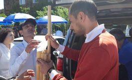 ՖՈՏՈ. Քոչարյանի կողմնակիցները փայտե ձողերով են եկել դատարանի առջև