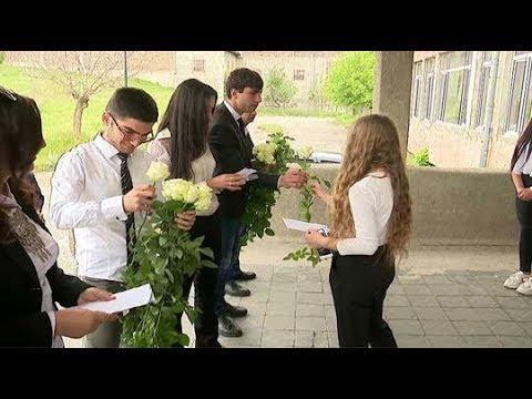 Դրամական պարգև, ծաղիկներ ու բարեմաղթանքներ Գ. Ծառուկյան» հիմնադրամից` Կոտայքի մարզի շրջանավարտներին