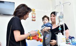 ՖՈՏՈ. Աննա Հակոբյանն այցելել է Մանկական արյունաբանության և ուռուցքաբանության կլինիկայում բուժում ստացող մանուկներին