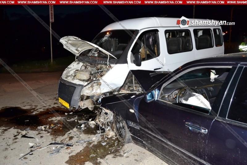 ՖՈՏՈ. Վանաձորում բախվել են թիվ 5 երթուղին սպասարկող մարդատար Газель-ն ու Mercedes-ը. կան վիրավորներ