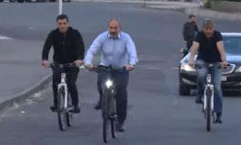 ՏԵՍԱՆՅՈՒԹ. Նիկոլ Փաշինյանն աշխատանքի է գնացել հեծանիվով