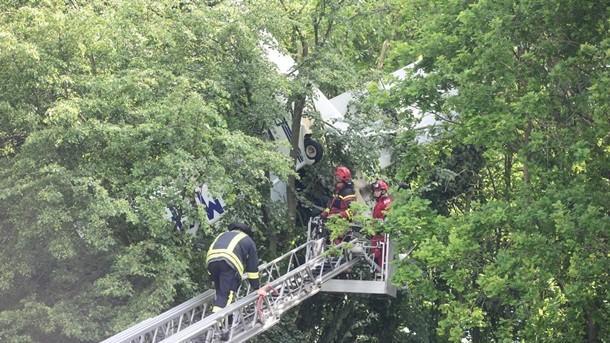 ՖՈՏՈ. Արտակարգ դեպք. ինքնաթիռը մարդկանց հետ խրվել է ծառի մեջ