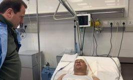 ՖՈՏՈ. Տավուշում վիրավորված զինծառայողին վիճակը գնալով դառնում է ավելի կայուն. նրան է այցելել պաշտպանության նախարարը