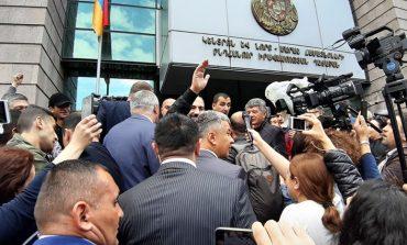 Փաշինյանը Կենտրոն եւ Նորք Մարաշ ընդհանուր իրավասությունների դատարանի մոտ է