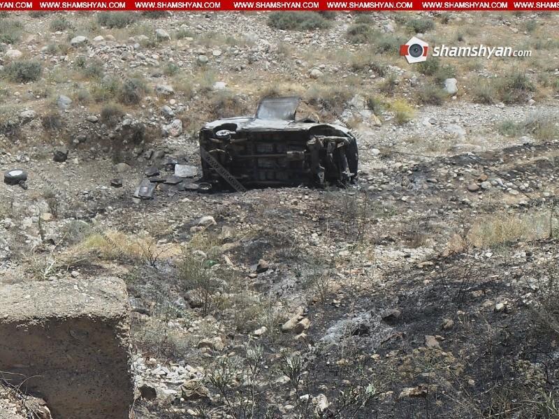 ՖՈՏՈ. 25–ամյա վարորդը Ford-ով մի քանի պտույտ գլորվելով՝ կողաշրջված հայտնվել է ձորում