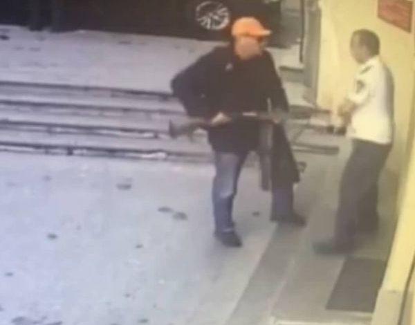 ՖՈՏՈ. Երևանում զինված տղամարդ է ներխուժել բանկ. նրան վնասազերծել են