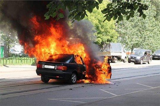25-ամյա երիտասարդը իր «BMW»-ն այրելու համար «կասկածելով» երկու հոգու՝ մեկին սպանել, մյուսին դաժան ծեծի է ենթարկել