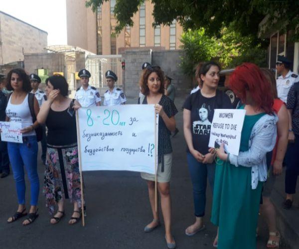 ՖՈՏՈ. Ի աջակցություն Խաչատրյան քույրերի. բողոքի ակցիա ՌԴ դեսպանատան մոտ