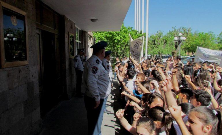 Արմավիրի թիվ 5 դպրոցի ծնողական կոմիտեն Արմավիրի մարզպետի դեմ հայցադիմում է ներկայացրել դատարան