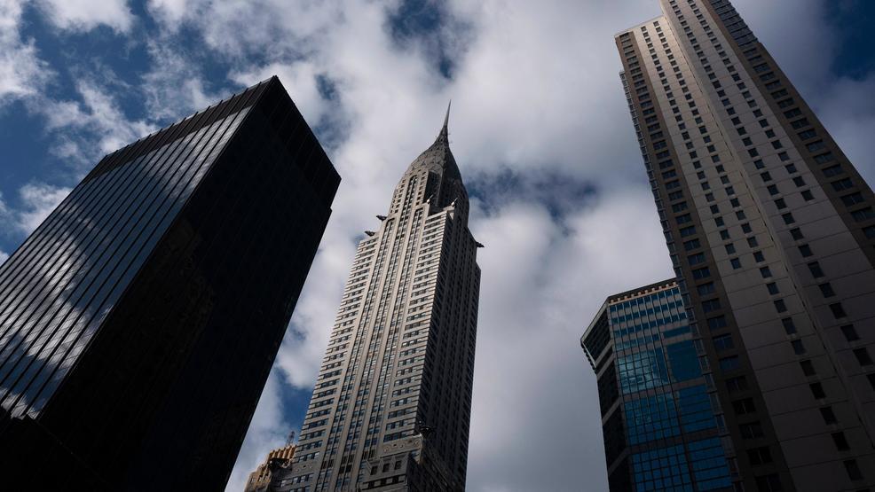 ՏԵՍԱՆՅՈՒԹ. Ինչպես է կինն անցնում Նյու Յորքի երկնաքերերի միջև ձգված ճոպանով
