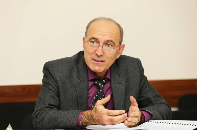 Վիտալի Բալասանյանը պետք է բացատրի՝ ինչու է Բակո Սահակյանն իրեն աշխատանքից ազատել