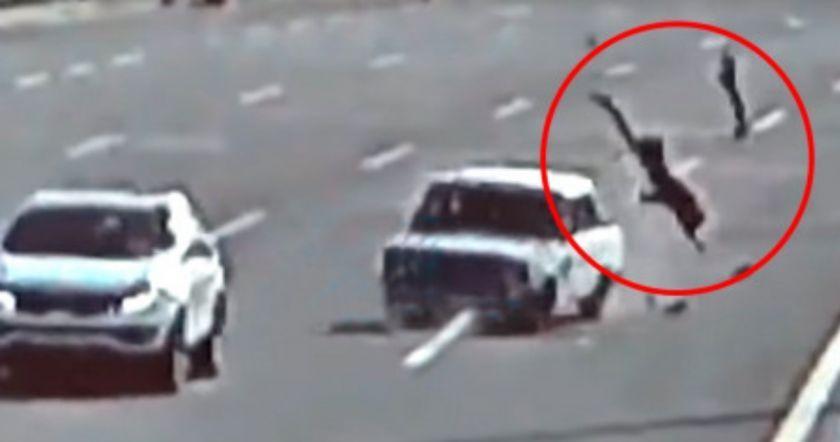 Բաքվում արագ ընթացող մեքենան պոկել է կնոջ ոտքը (Video 18+)